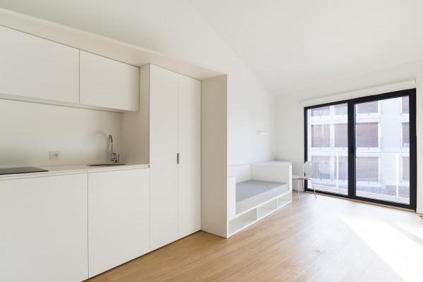 Un seul meuble permet de regrouper toutes les fonctions d'une chambre d'étudiant / Julien Fernandez
