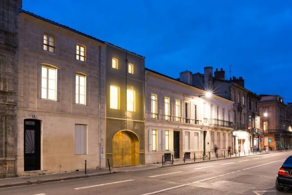 La nuit la lumière restitue le rythme des façades XVIII e siècle / Julien Fernandez