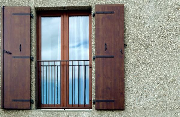 Fenêtre et béton désactivé / lna