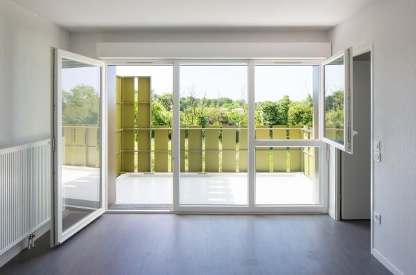 Les Fragons - séjour & terrasse / Arthur Péquin